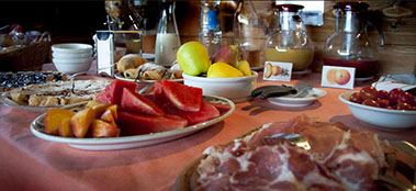 A rich breakfast - Aquarelle Bed & Breakfast Lake Como